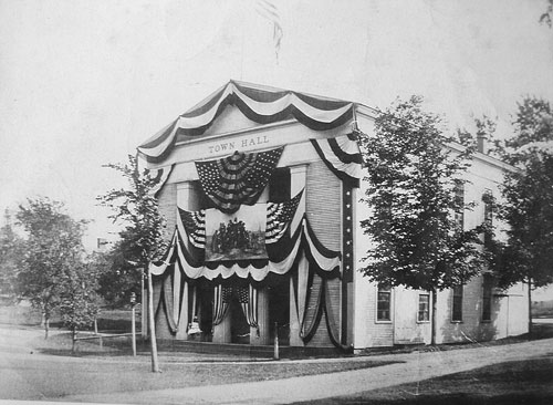 1920 Decorated for the Tercentenary Celebration of the Landing of the Pilgrims (Credit: Sandwich Town Archives)